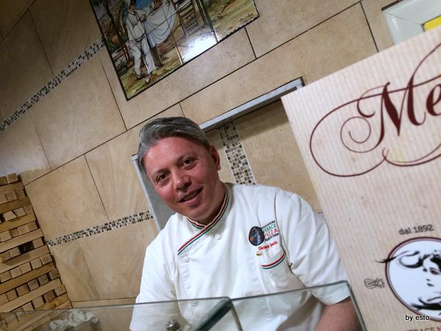 Pizzeria  Carmnella.  Vincenzo Esposito