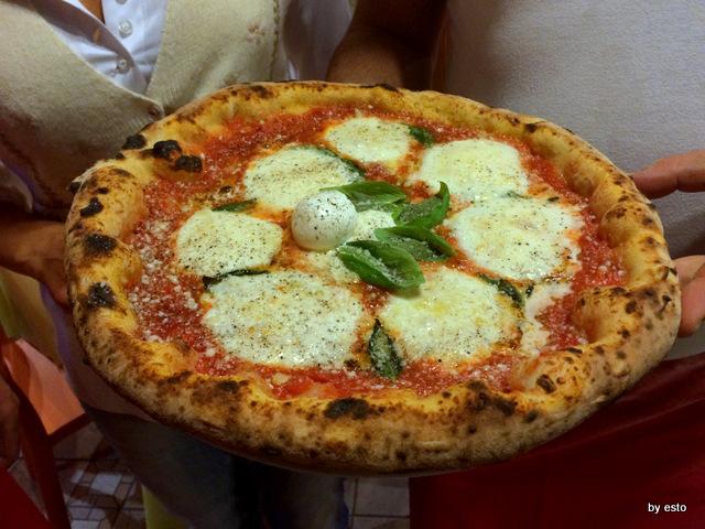 Pizzeria Verace.  La Margherita con la bufala