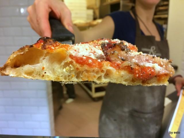 Prelibato panificio con cucina. Pizza amatriciana la struttura