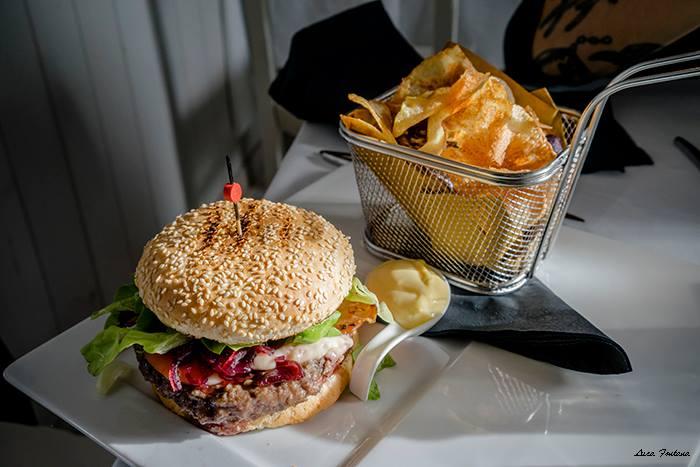 Wood, burger