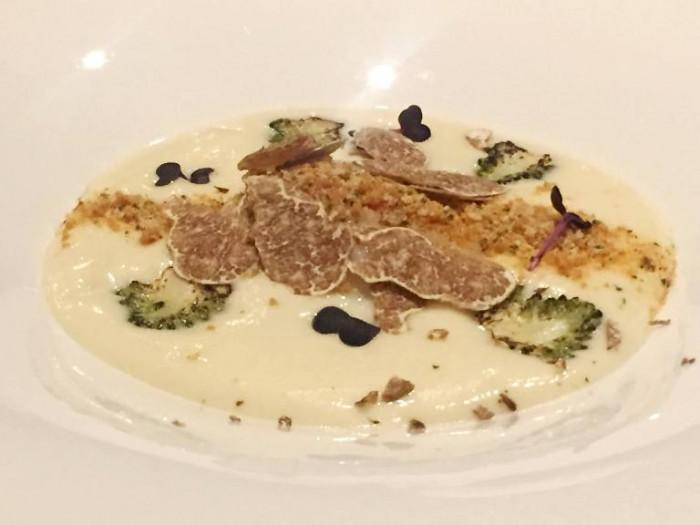 Armani, purèe di Duxelles, romanesco arrostito, spuma al Parmigiano, tartufo nero