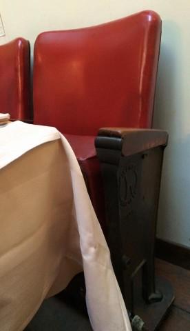 Au Bascou, zoom sulle sedie