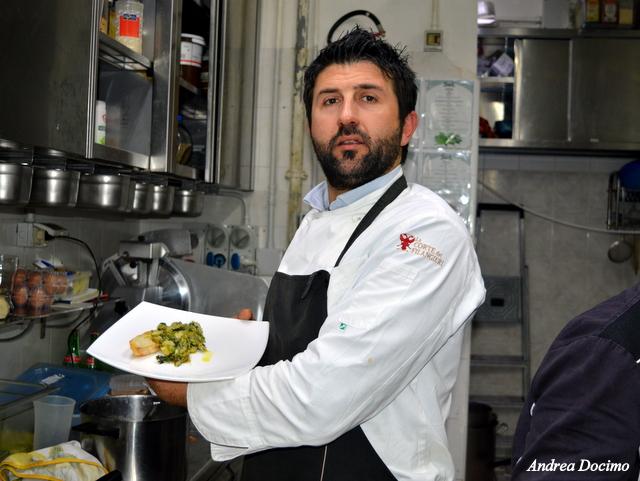 Birra&Baccalà. Antonio Petrillo con il piatto di Sabino Alvino.