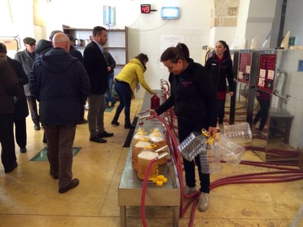 Clienti per il vino sfuso presso Produttori Manduria