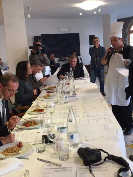 """Concorso gastronomico """"Ezio Falcone"""", la giuria mentre degusta"""