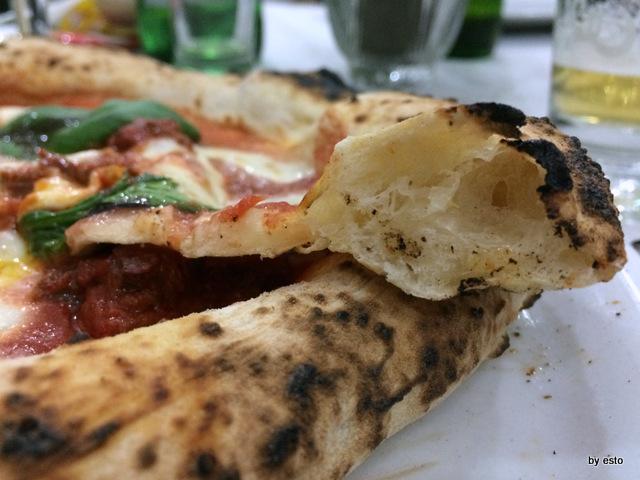 Da Salvatore. Emanuele  e Marco Marigliano la struttura della pizza