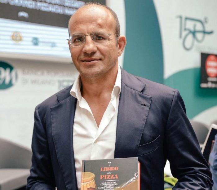 Franco Manna presidente di Rossopomodoro mostra Il libro della pizza di Mondadori