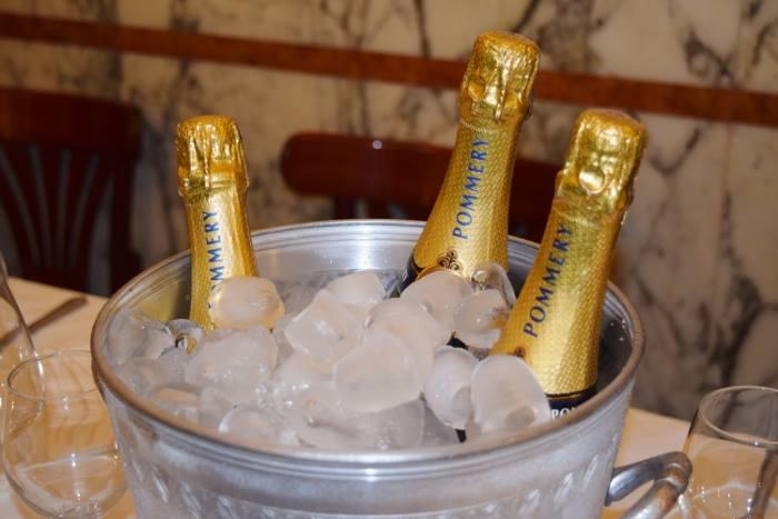 I cento anni della pizzeria Gorizia. lo champagne Pommery