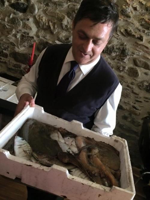La Cantinella sul Mare, Mario Riccardi con il pesce appena pescato