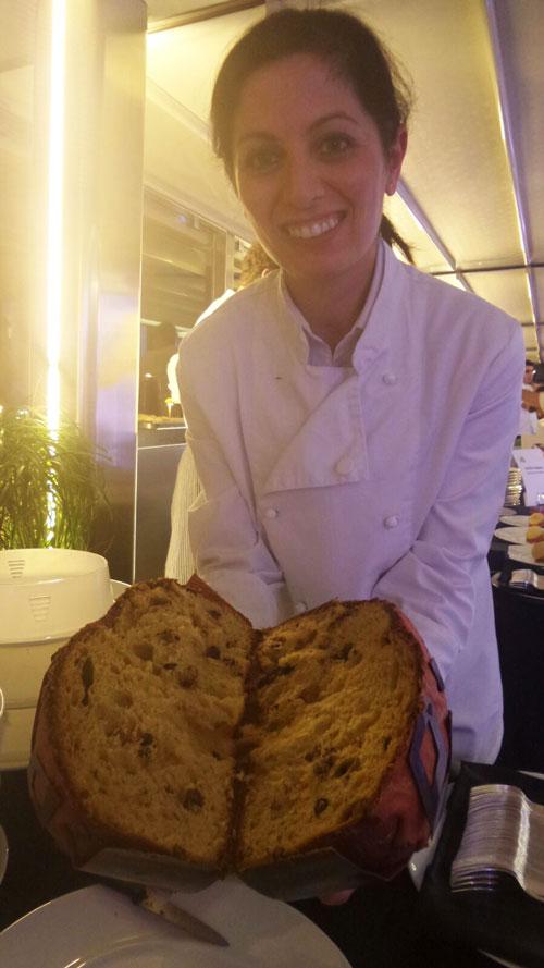 Laura Guarino e il panettone cotto nel forno a legna