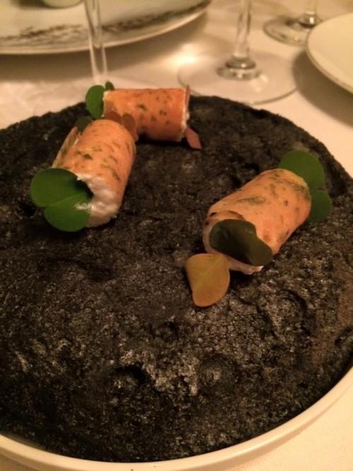 Ledoyen, tuile di alghe con ripieno di crema d'anguilla e limone