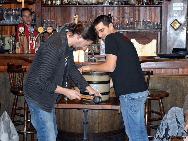 Ottavonano. Alfonso Strianese e Gianluca Polini alle prese con botticella e martello.