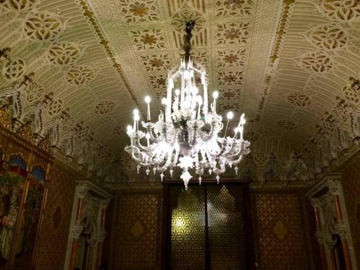 Palazzo Fizzarotti, lampadario in sala
