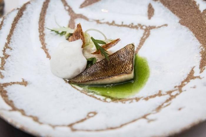 "Pesce persico, pancetta ""Joselito"", mela verde, finocchio"