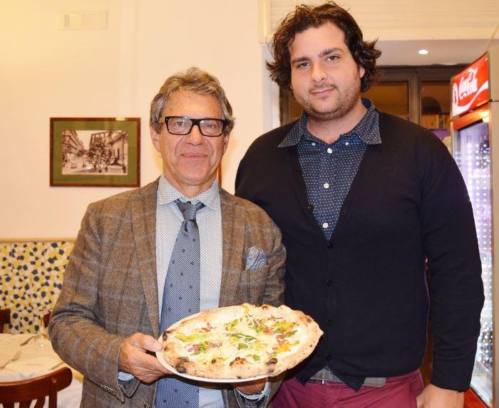 Salvatore Antonio Grasso con il figlio Salvatore Marco grasso e la pizza Centenario