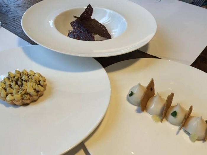 Spazio di Niko Romito, sorbetto di cioccolato, limone e panna; crostatina con mele, cioccolato bianco e caffè; mandorla, pezzi di pasta frolla, cristalli di salemaldo