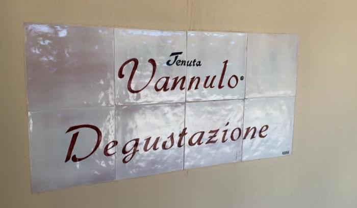 Tenuta Vannulo, l'insegna della sala degustazione
