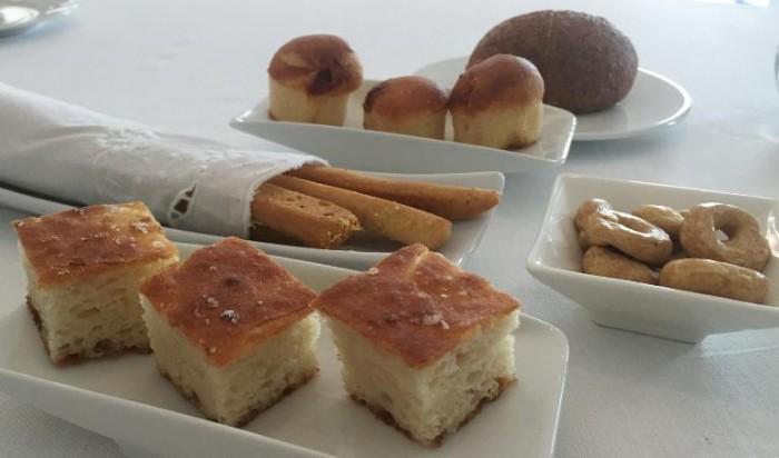 Torre del Saracino, grissini, babà rustico, panino con segale e limone, tarallini e focaccia