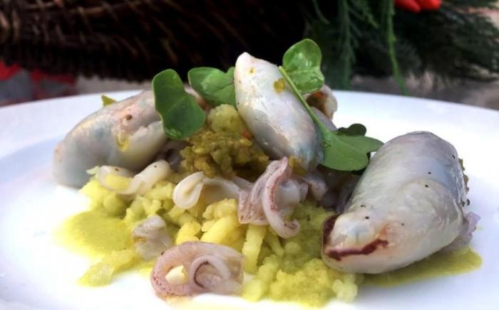 Torre del Saracino, patata lessa, aceto di uva del collio, colatura di alici ed un pesto di olive nere con calamaretti al vapore ripieni di verdure e crostacei