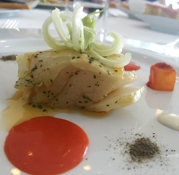 Torre del Saracino, stoccafisso al vapore con mela verde e sedano accompagnata da salsa tonnata