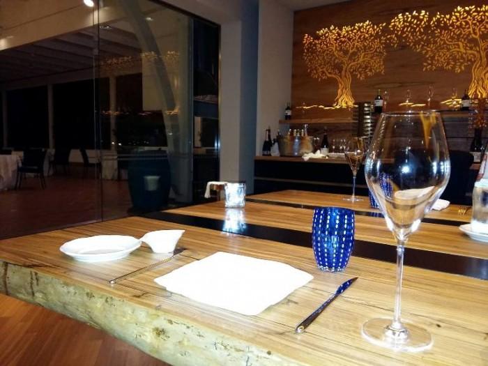 Tre Olivi, il tavolo, particolare