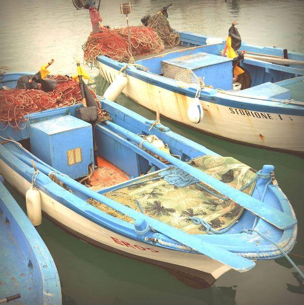 Vieste, le barche ormeggiate davanti al ristorante Il Capriccio