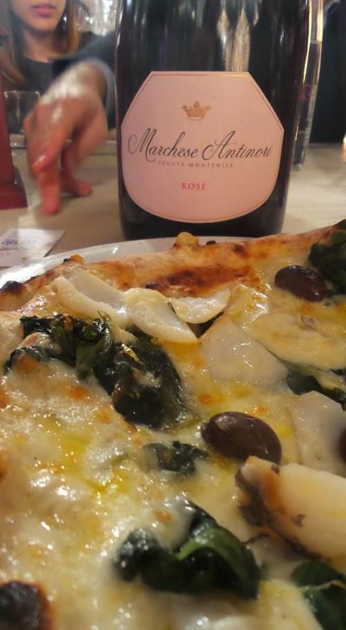 la pizza con baccalà, scarola, fior di latte dei monti lattari, olive e capperi di Giuseppe Pignalosa