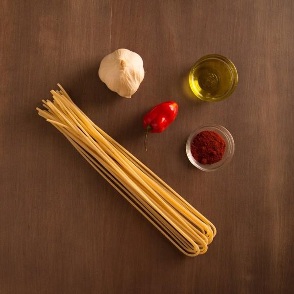 Menu. Spaghettone aglio olio peperoncino. La storia continua
