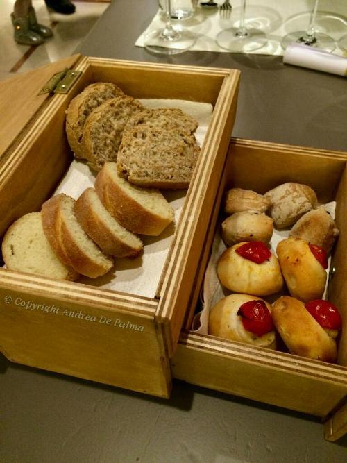 Amicizia in Cucina, piccola madia con pane