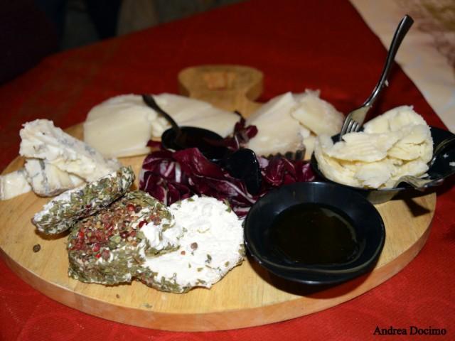 B-ZONE & La Taverna di Bacco. Il tagliere di formaggi.