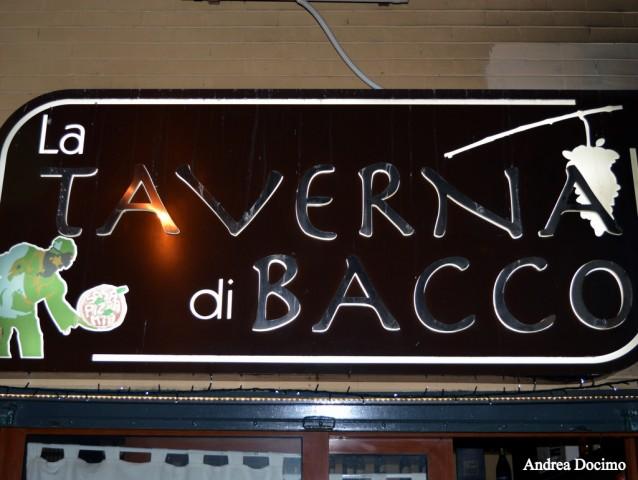 B-ZONE & La Taverna di Bacco. L' insegna del locale.