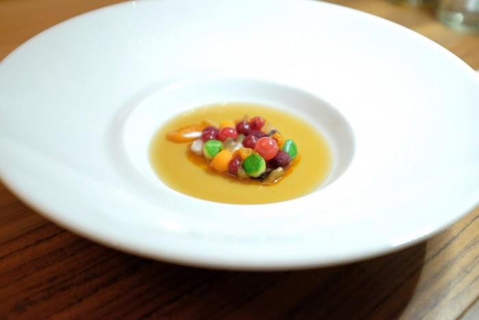 Bottura, Autunno a New York  zucca, frutti rossi, zucchina con brodo di funghi e tartufi