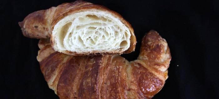Croissant con siero di bufala, mozzarella di bufala e alici