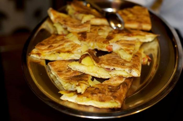 Da Lucrezia, focaccia ripiena con patate e salciccia