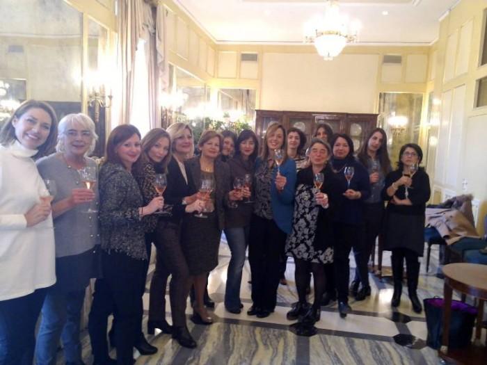 Foto di gruppo dopo l'elezione di Lorella Di Porzio come delegata regionale dell'Associazione Le Donne del Vino della Campania