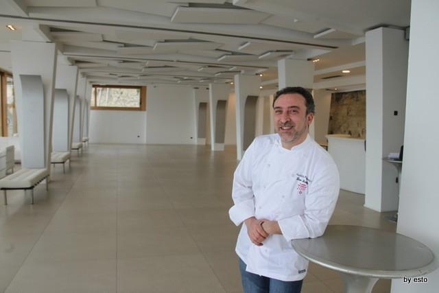 Il nuovo Palazzo Petrucci a Villa Donn'Anna. La sala superiore e Lino Scarallo