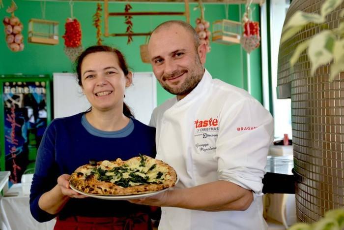 La pizza di Daniela Marfisa con  friarielli, provola, colatura di alici