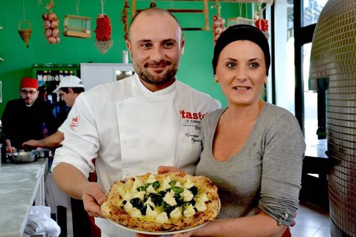 La pizza di Ilaria Aulicino con broccoli saltati con acciughe, baccalà mantecato, cedro, fior di latte