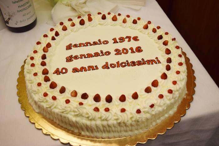 La torta per i 40 anni di attività di Sabatino Sirica