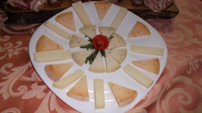 Le Macine, piatto di formaggi