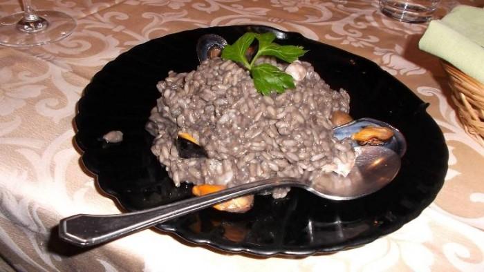 Le Macine, risotto al nero di seppia e frutti di mare