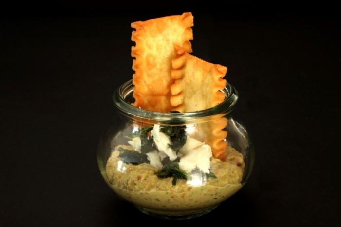 Mafaldone croccanti con Hummus di Ceci, Friarielli e Mozzarella di Bufala Campana Dop