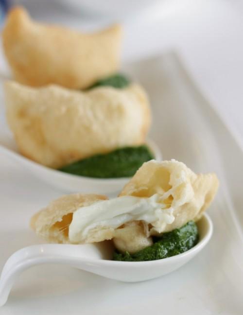 Mezzelune alla mozzarella su wasabi di friarielli