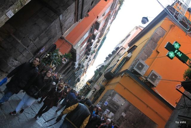 Napoli Via  dei Tribunali (2)