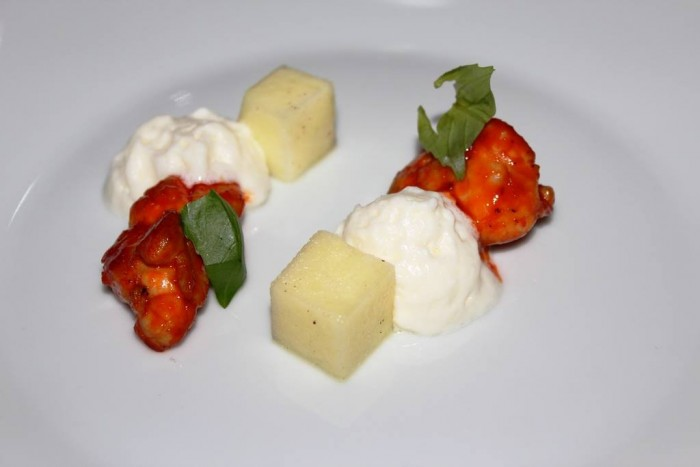 Osteria Arbustico, animella glassata ai peperoni, mela verde, provola affumicata