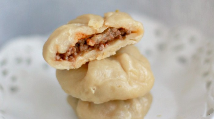 Pane Raviolo al vapore con cuore di carne, paprika dolce e mozzarella di bufala