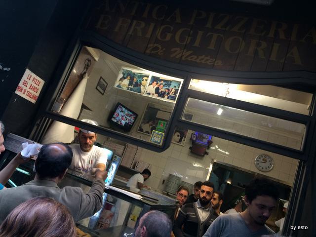 Pizzeria Di Matteo Via dei Tribunali.