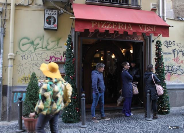 Pizzeria Vesi l'ingresso