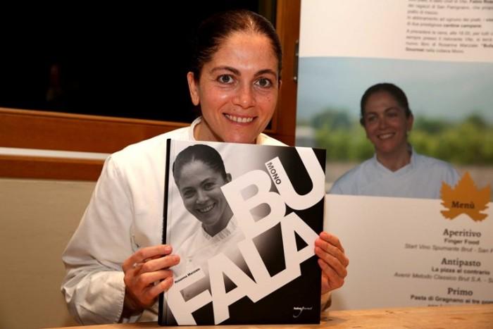 Rosanna Marziale col suo nuovo libro Bufala