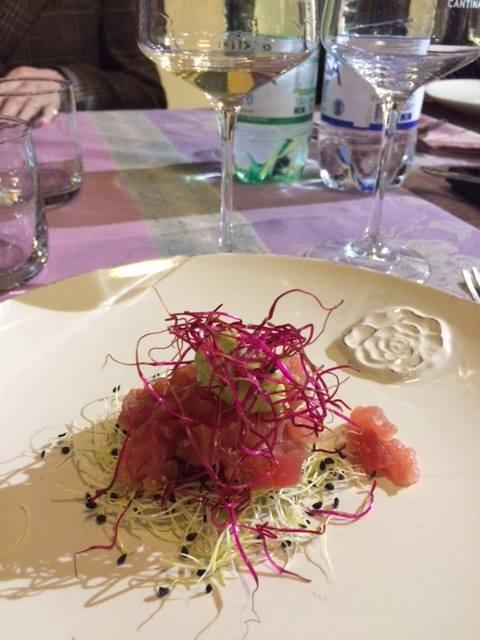 Tartare di tonno con germogli e salsa di avocado con Grechetto Cantina Fratelli Pardi